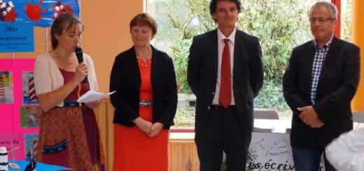Avec Raphaëlle Guillaume, organisatrice de l'évènement, Mme Josiane Denis, Maire de Mohon, M. Michel Pichard conseiller général de La Trinité-Porhoët.