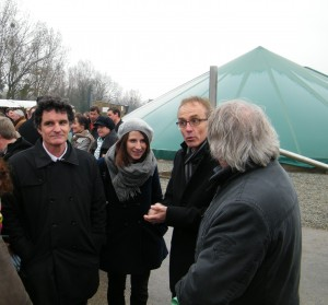 Les parlementaires morbihannais lors de la visite d'une exploitation pionnière en méthanisation à Moustoir-Remungol.
