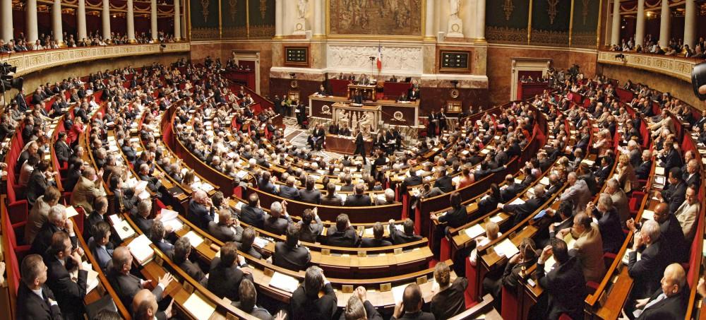 Panorama. Photo panoramique de dos, 13ème législature. Hémicycle, séance du 3 juillet 2007. Vue générale. Utilisée pour le kit pédagogique 2007. Bienvenue à l'Assemblée juillet 2007 (avec retouche).